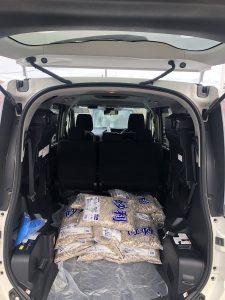トランクに砂利30袋
